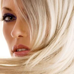 на фото волосы, окрашенные в светлый цвет