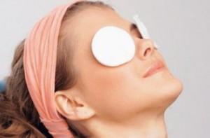 Как ухаживать за кожей под глазами