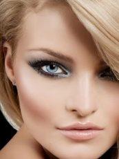 Красивый макияж глаз для блондинок.