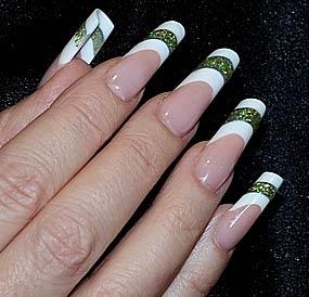 на фото форма ногтей пайп