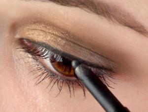 макияж с черным карандашом для глаз