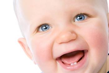 у ребенка режутся зубы, чем помочь