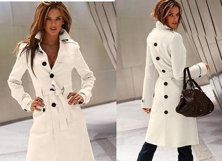 на этом фото стильное белое пальто